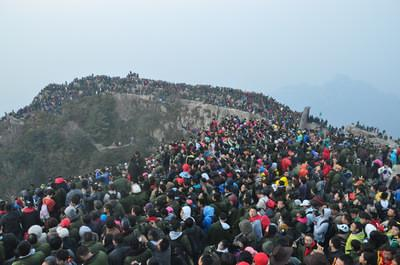 短途游带动 五一小长假泰安高铁站单日旅客运送量达13万人次