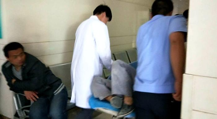 莘县一男子工作时不慎划破左臂动脉 高速交警开道10分钟送医
