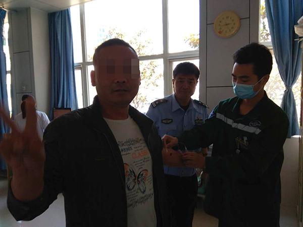 """周村:醉驾被查摆出""""剪刀手"""" 触犯法律不自知"""