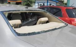 淄博:停车不当引纠纷 男子怒砸车玻璃被拘留