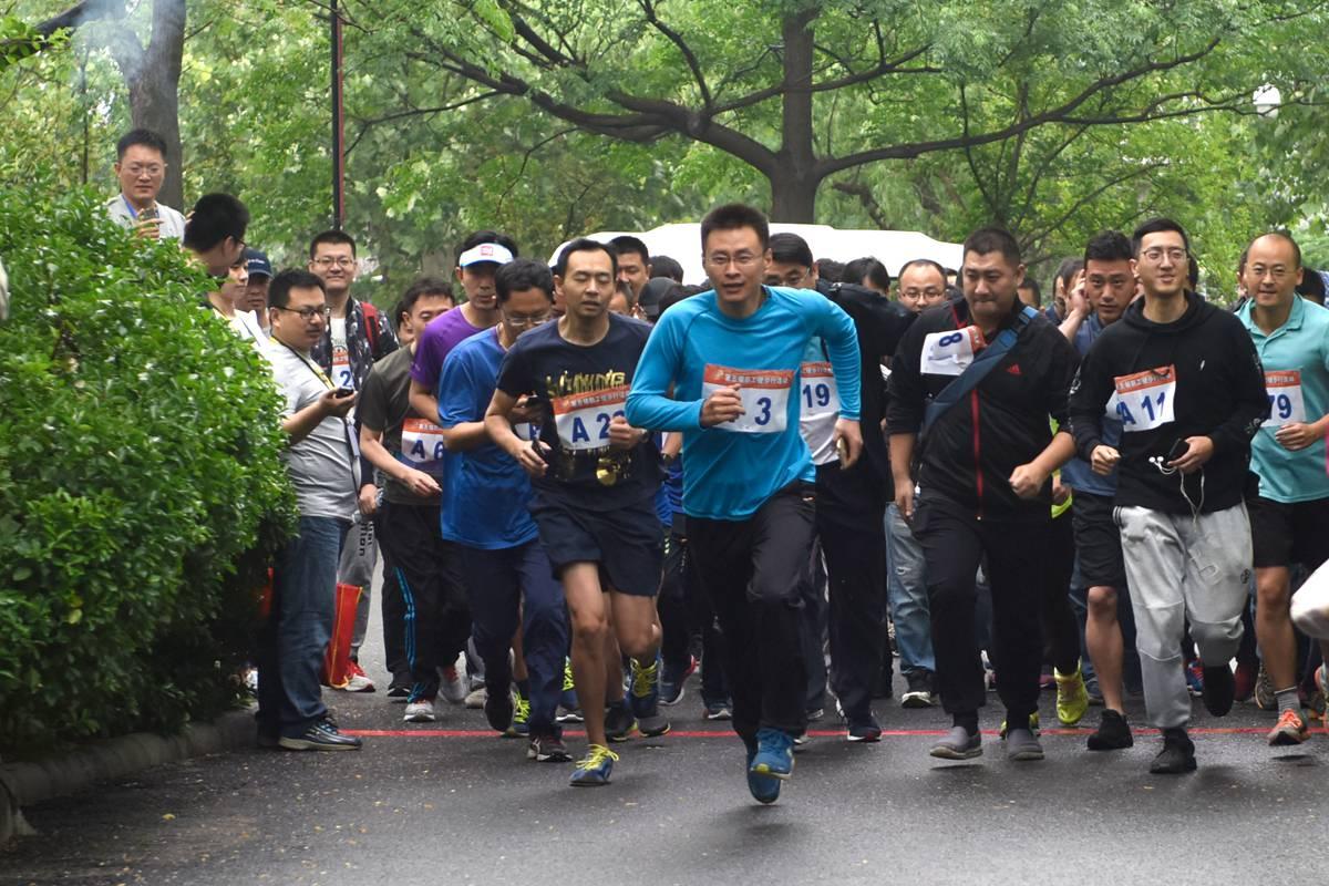 山东广播电视台第五届健步行开跑 近600名职工参赛