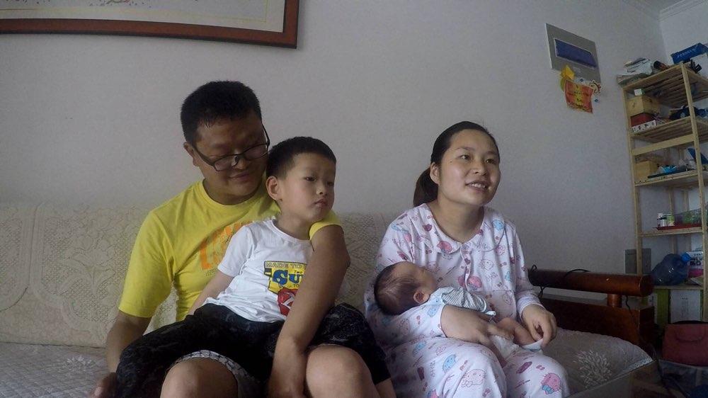 """济南二胎妈妈的第一个""""母亲节"""":拼体力更要有智慧"""