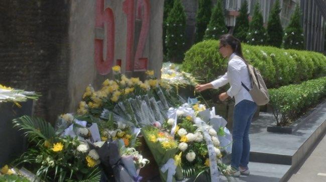 汶川地震十周年 上万民众来到北川老县城纪念逝者