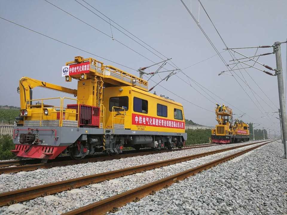 青连铁路进入电气化施工最后一道工序 年底通车