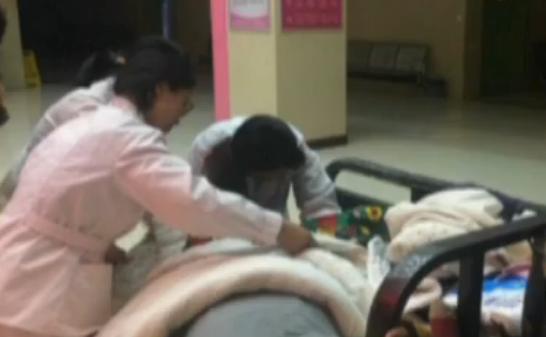 危急!金乡孕妇凌晨三轮车上临盆 医生护士紧急救助