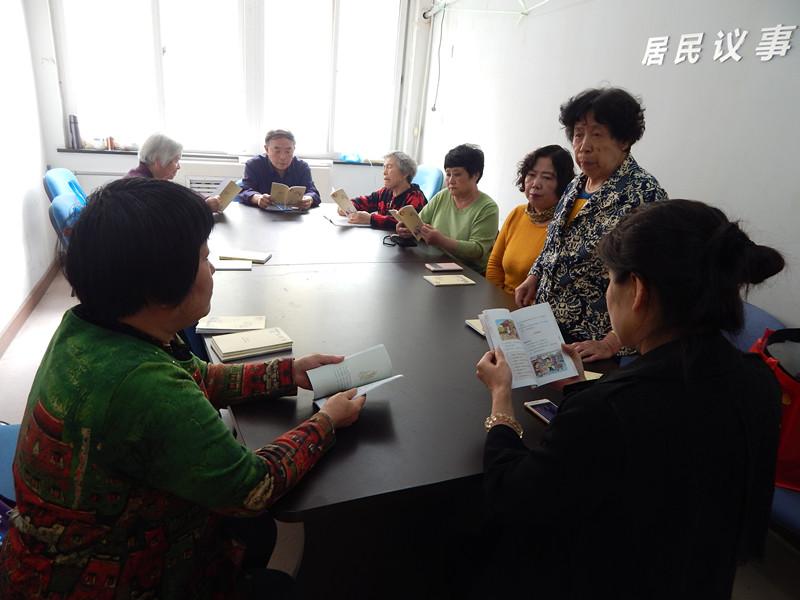 推广学文明礼仪小手册 青岛社区开展居民文明素养提升系列活动