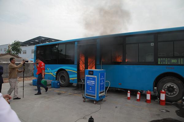 """""""双快""""消防应急系统亮相青岛公交 为乘客打开生命阀门"""