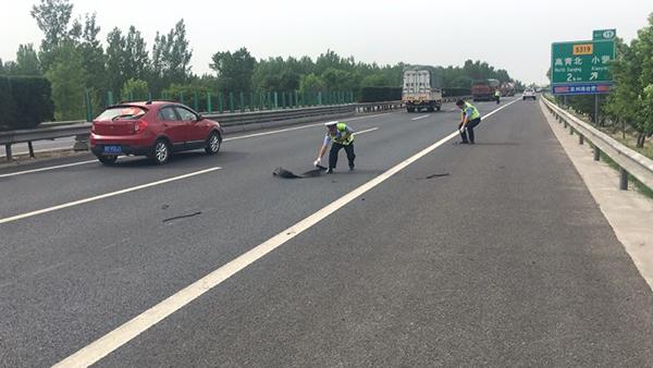 """淄博:小货车热""""开锅""""抛锚 这些隐患可要注意"""