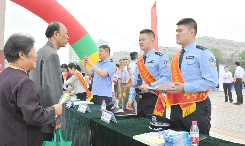"""滨州公安组织开展""""与民同心 为您守护""""打击防骗活动"""