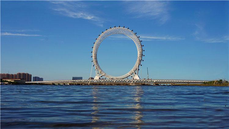 """潍坊:无轴式摩天轮""""渤海之眼""""正式投用 八方游客慕名前来"""