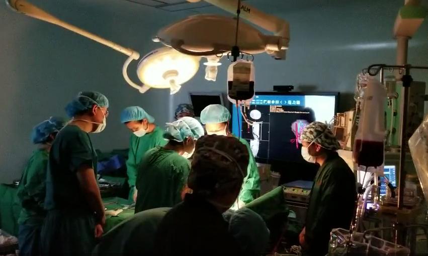微信直播!27人紧急集结抢救肝脾破裂3岁女孩,跑赢死神