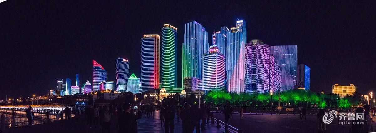 青岛五四广场开启炫美模式,成为了大众朋友圈的新网红。.jpg