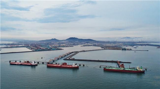 日照港第3个30万吨级原油码头投入使用