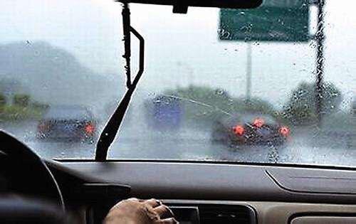 """雷雨天气行车需谨慎!淄博高速交警发布雨天""""行车技巧"""""""