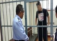 东营:男子雨中驾车故意加速飞溅行人 被拘15天