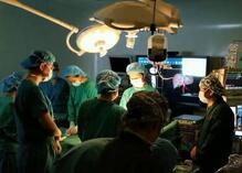 """93秒丨抢救多脏器衰竭女孩,这群医护这样集结打赢""""生死战"""""""