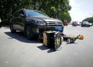 潍坊一外卖小哥驾驶电动车逆行撞向机动车 市民:怕遇到外卖小哥