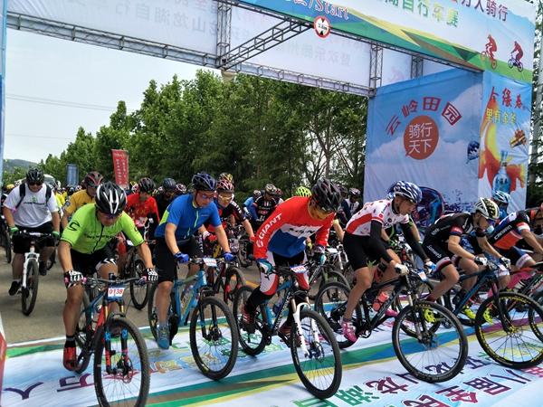 叫响运动小镇品牌!山东300余骑手竞技滕州龙阳镇龙山龙湖风景区