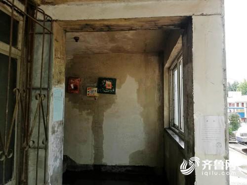"""单元门口变成""""水帘洞"""" 潍坊中"""