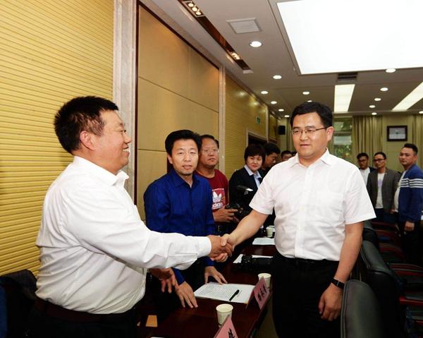 菏泽市委书记孙爱军与网友代表面对面交流倾听民声