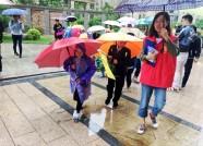 家长轮值带队、学生按点集合 潍坊这所学校妙招破解接送难题