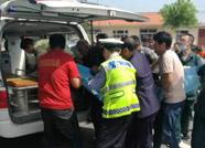 暖新闻丨阳信执勤民警与群众及时救助事故受伤老人