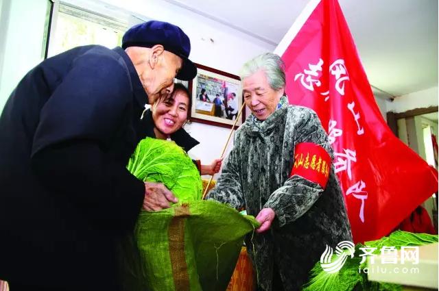 """殷树山、刘彩凤发起成立""""中老年志愿者团队"""".png"""