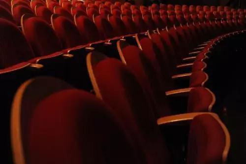 人生短暂,希望接下来的时光,可以在剧场里体验百种人生……