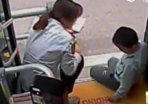 济南6岁男孩走出小区迷了路,多亏他们帮忙才回到家