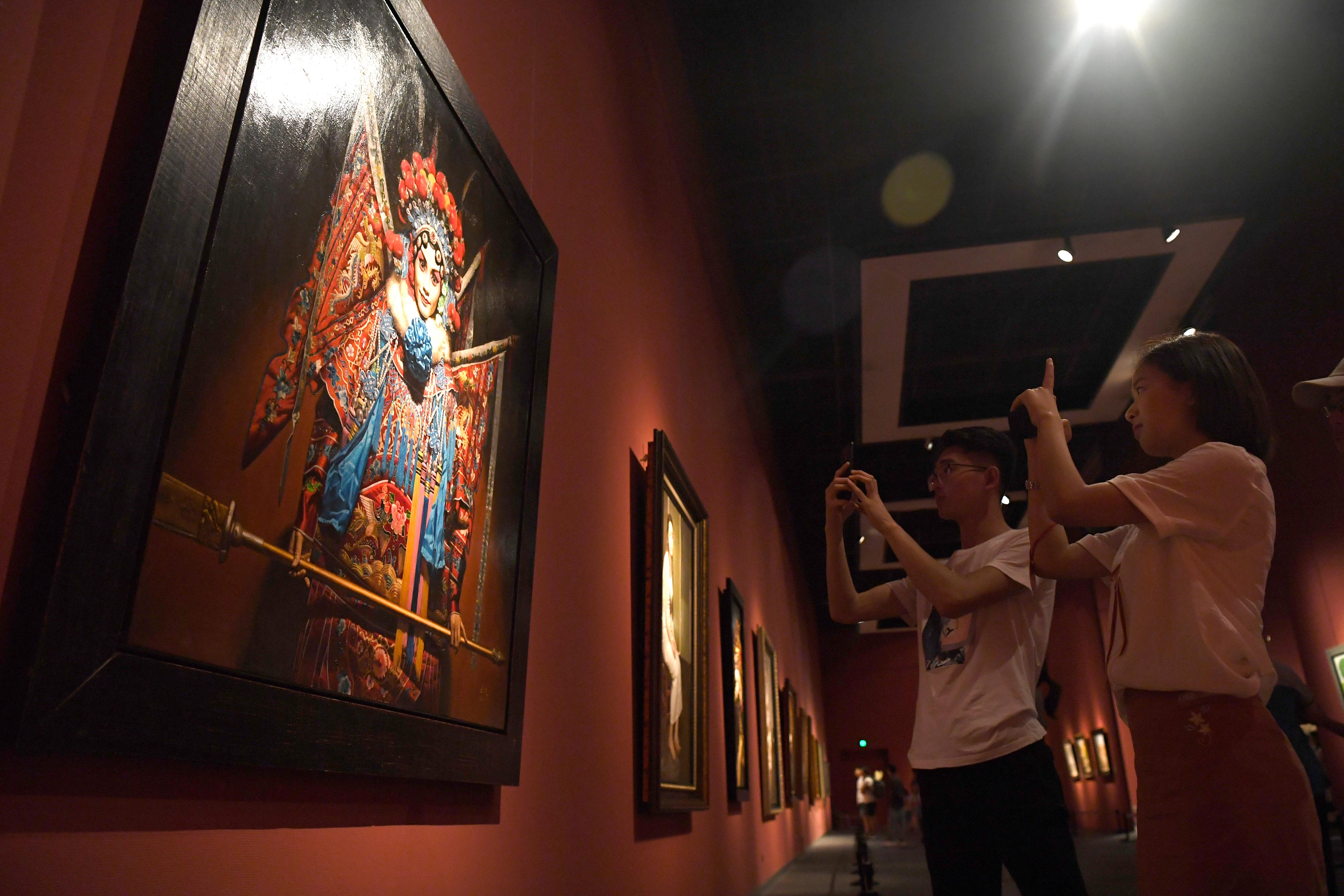 让艺术回归真实 王力克油画艺术展在山东美术馆开展