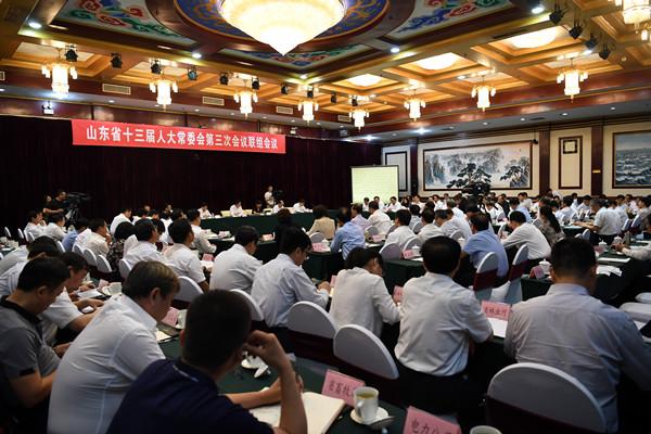 省十三届人大常委会第三次会议举行联组会议 对全省大气污染防治工作情况进行专题询问