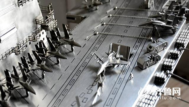 """厉害! 90秒视频带你看烟台小伙这样打造手工不锈钢""""航母"""""""