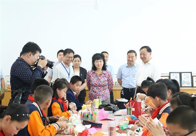 """潍坊市领导""""六一""""前夕走访慰问少年儿童"""
