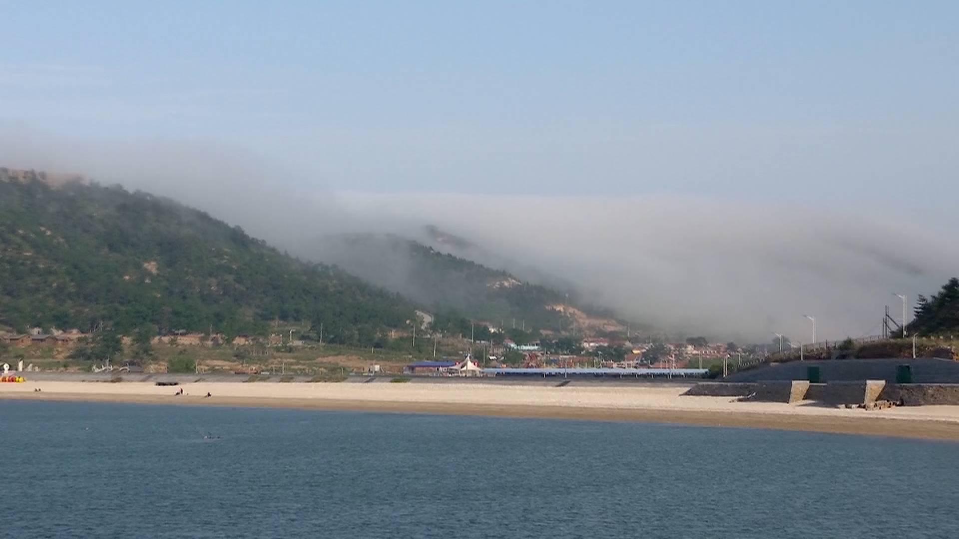 57秒丨山东长岛再现平流雾奇观 云海漫岛宛如仙境