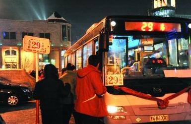 """6月1日起 济南119条公交线路开启""""夜间延时模式"""""""