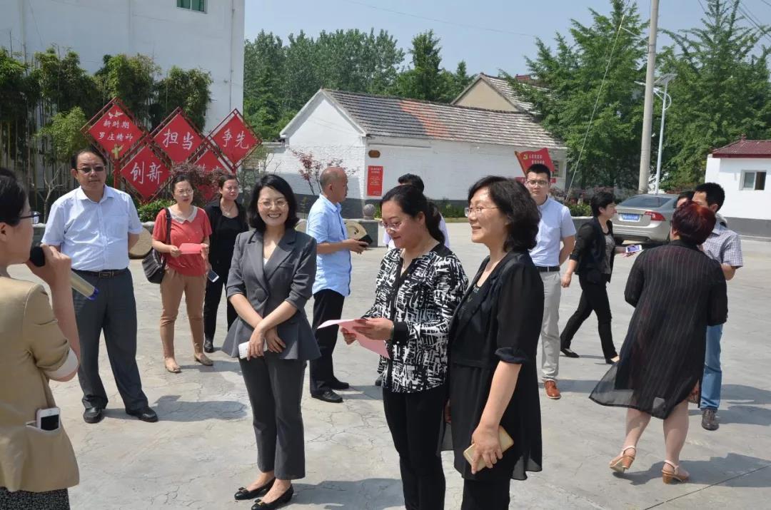 """临沂市妇联主席到罗庄区调研督导""""美在农家""""活动推进情况"""