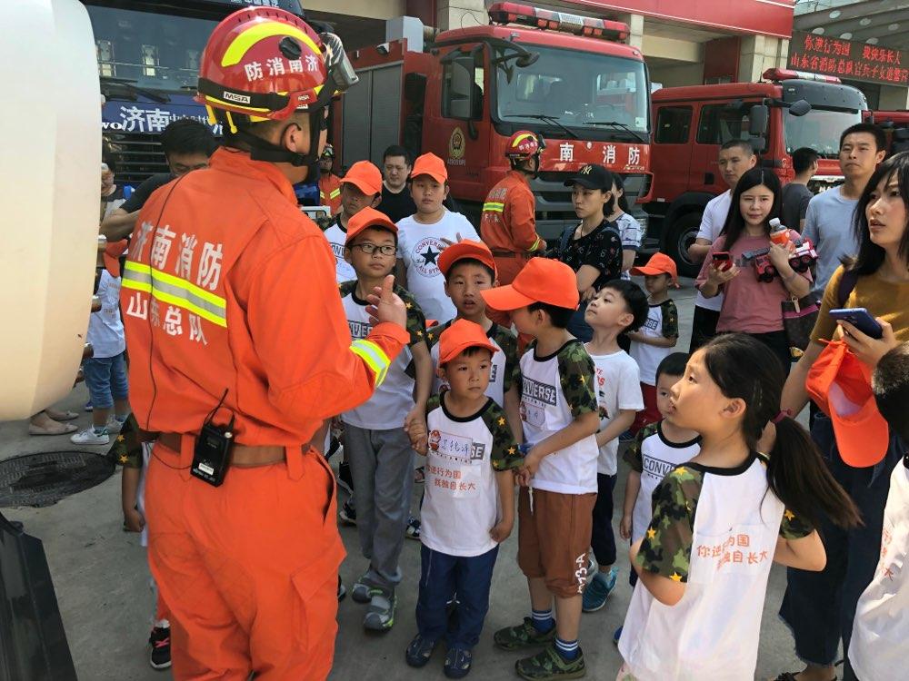 山东消防总队举办官兵子女进警营活动
