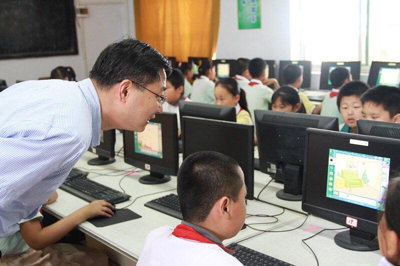 淄博市领导看望慰问少年儿童