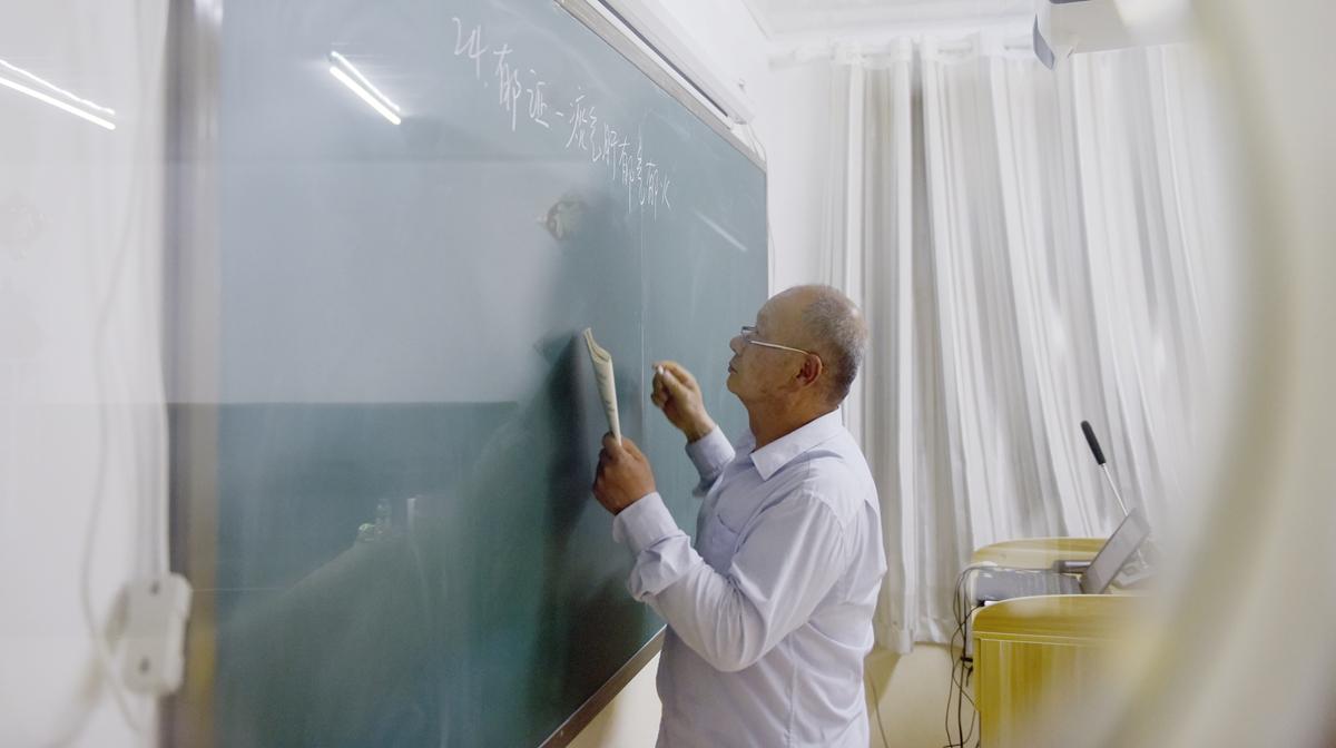 奋斗者的故事丨济南66岁学霸自学中医 硕士毕业又考博