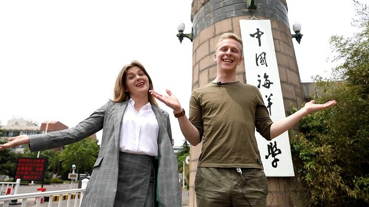 """96秒丨听留学生用地道青岛话说""""青岛欢迎你"""" 你也行!"""