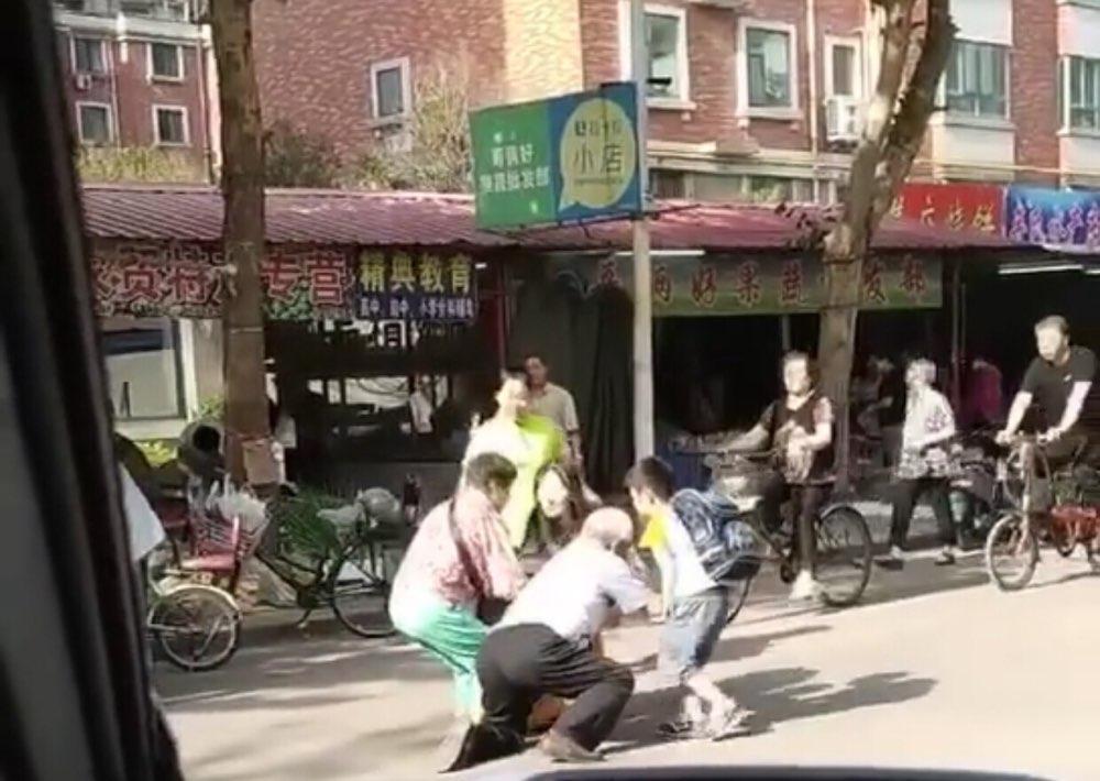 看到老人突然摔倒你会怎么办?淄博这名小学生给出了正能量答案