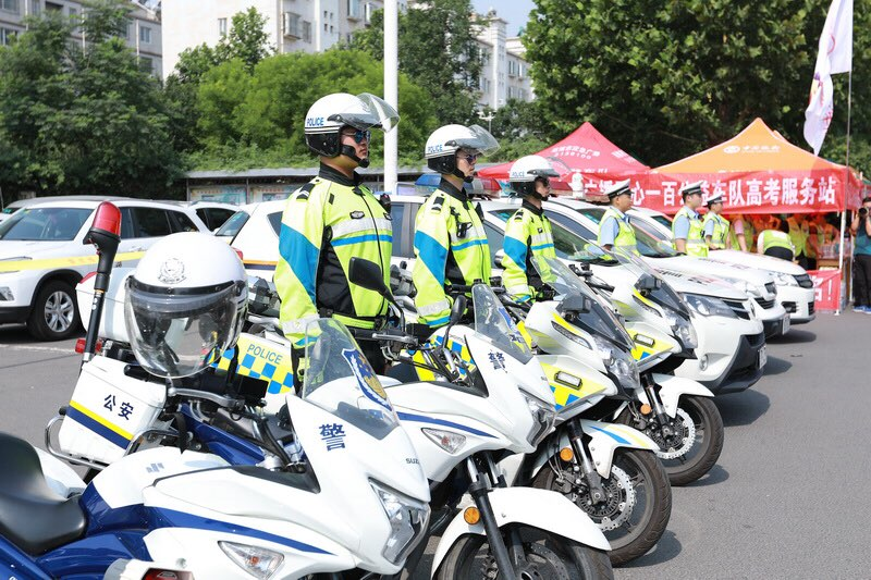 又是一年高考时!淄博公安交警立足岗位为考生保驾护航