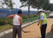 滨州无棣交警早部署、早行动 消除占道晒粮安全隐患