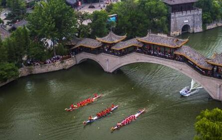 2018中国大运河(台儿庄)国际龙舟赛开赛,中外健儿激情竞渡