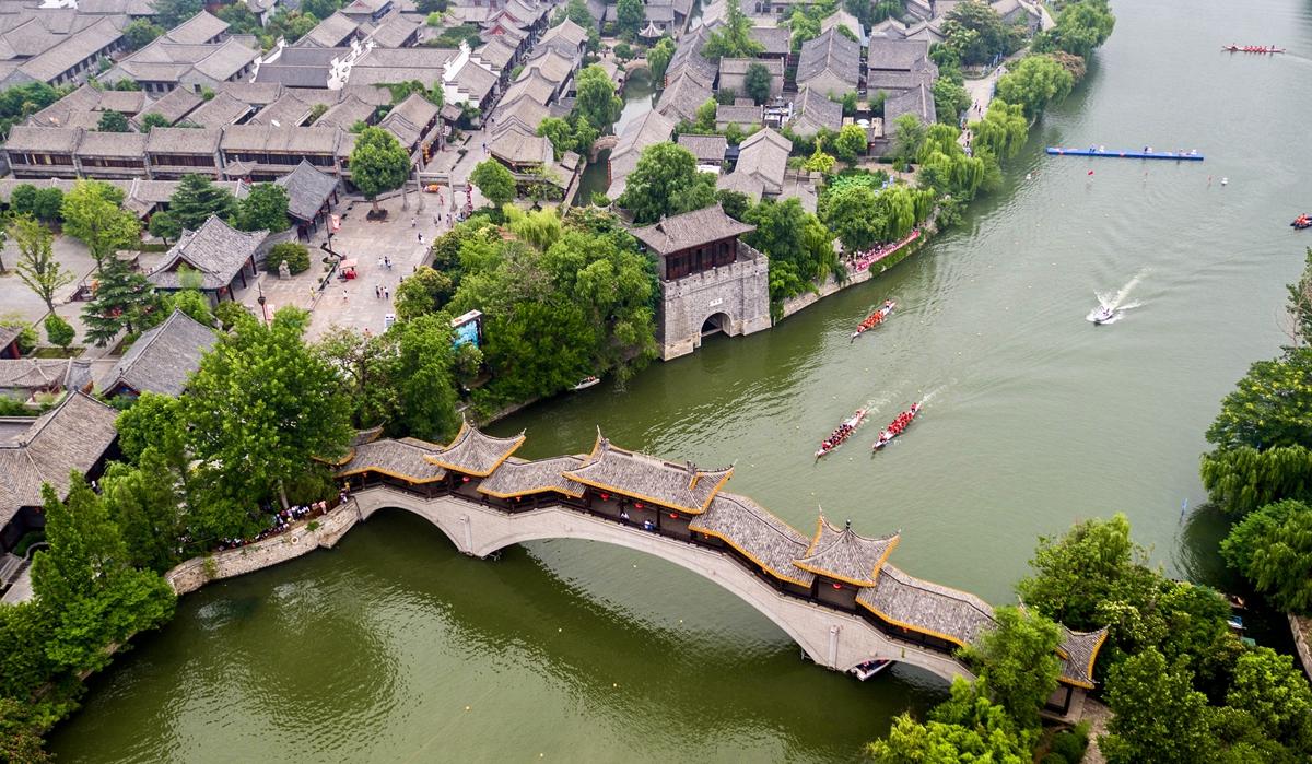 枣庄多彩民俗迎端午 300名中外选手龙舟竞渡古运河