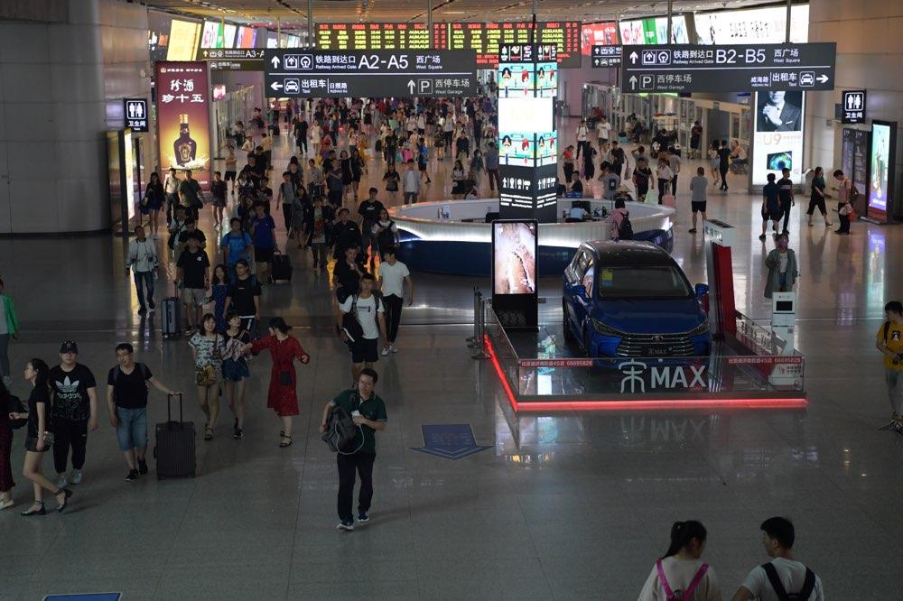 端午假期结束济南火车站迎返程客流高峰 增开列车13对