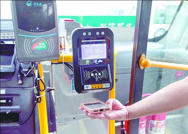 """即日起,济南公交绿色出行卡充值可以""""坐享其成"""""""