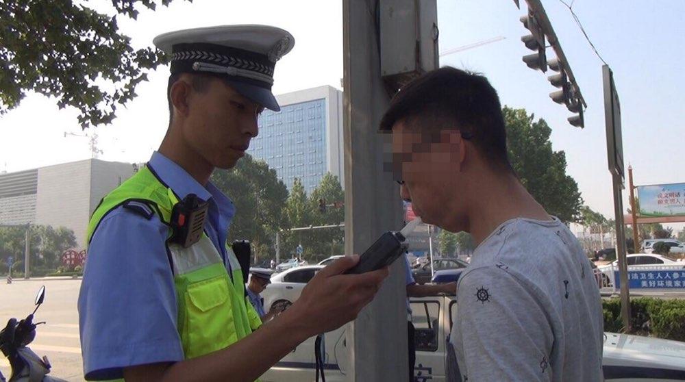 """淄博:球迷看""""世界杯"""" 隔夜酒驾被交警查纠"""