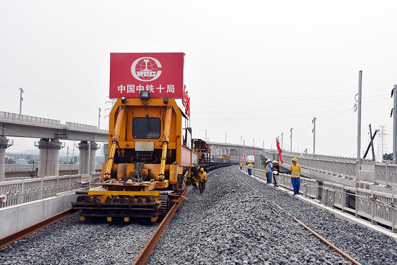 石济客专全线铺轨贯通 实现与新建济青高铁在济南东站接轨
