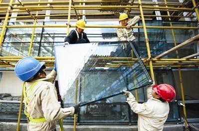 淄博高新区专项检查大型玻璃安装安全 严防高空坠落事故